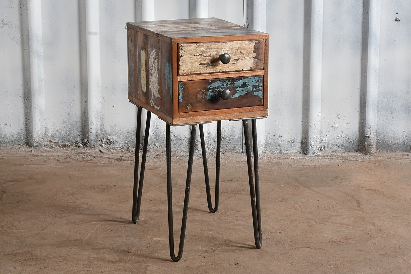 Reclaimed wooden 2-drawer console with iron legs