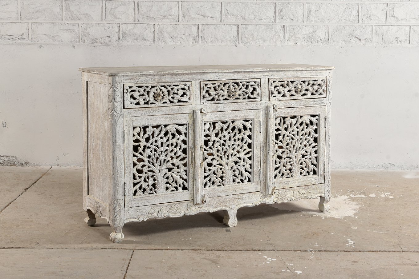 VIENNE White Carved Sideboard