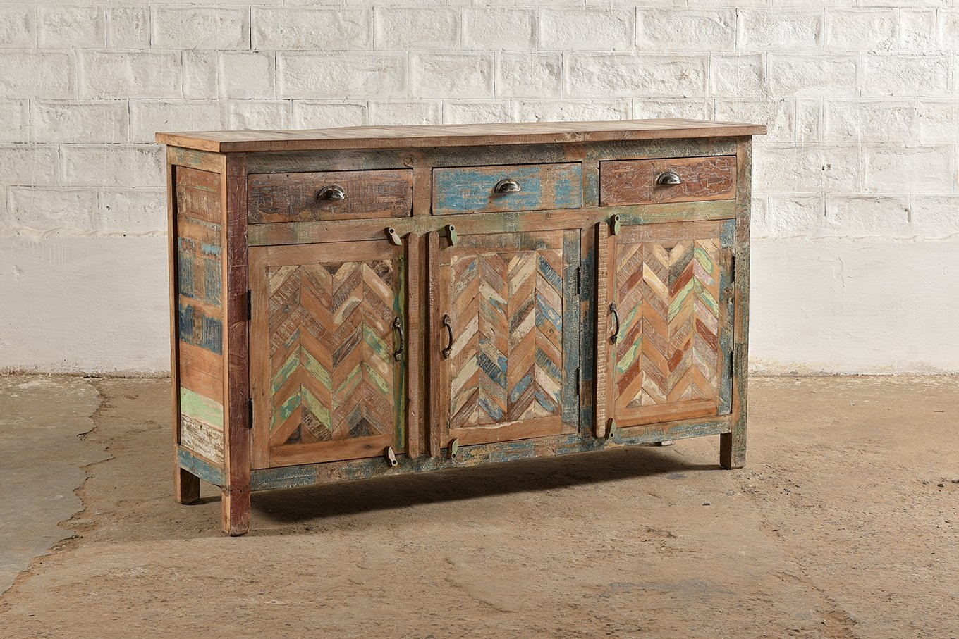 CS00215 SIBIU 3 Door Chevron Sideboard