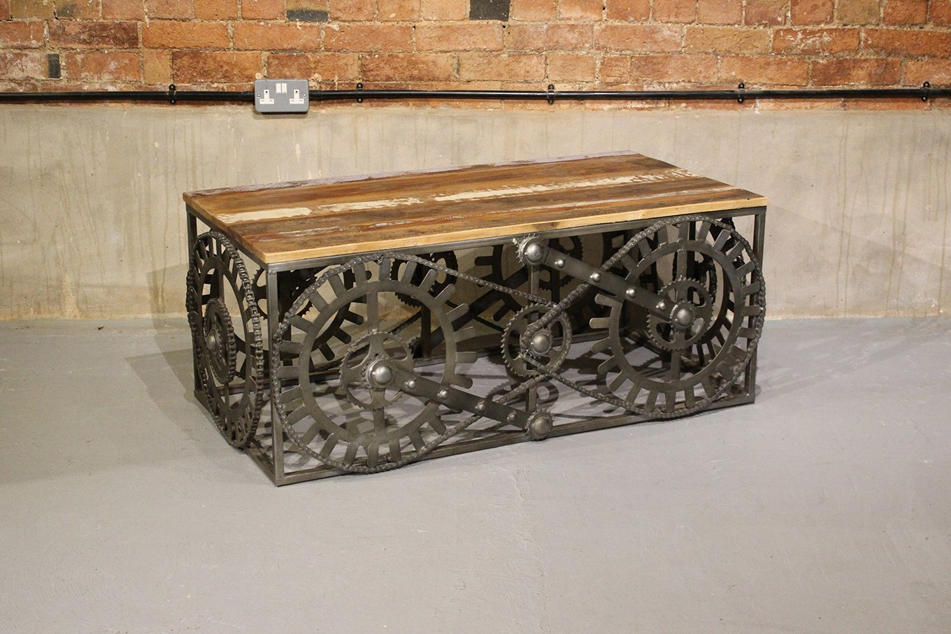 CT00100 VINTAGE Gear & Chain Coffee Table