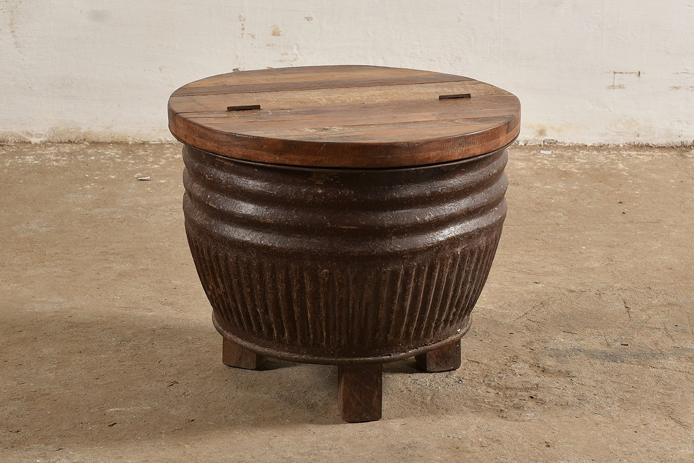 CT00125 VINTAGE Round Coffee Table Trunk