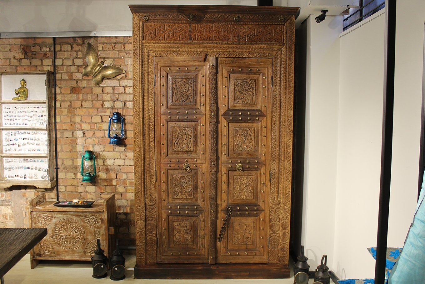 LC00011 HAMESHA Grand Old Door Cupboard