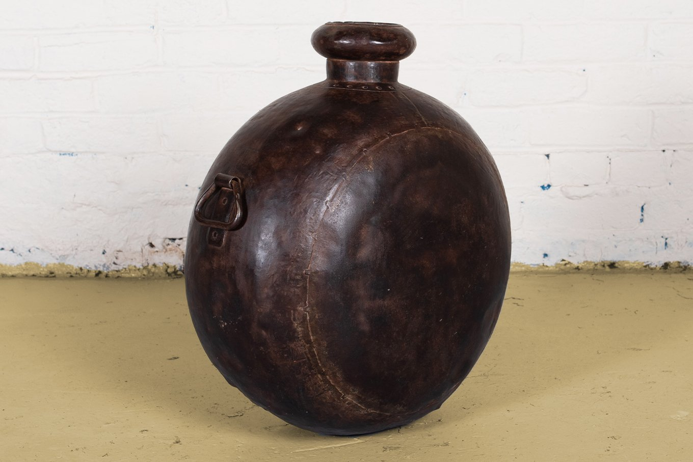 PT00015a VINTAGE Round Oil Can