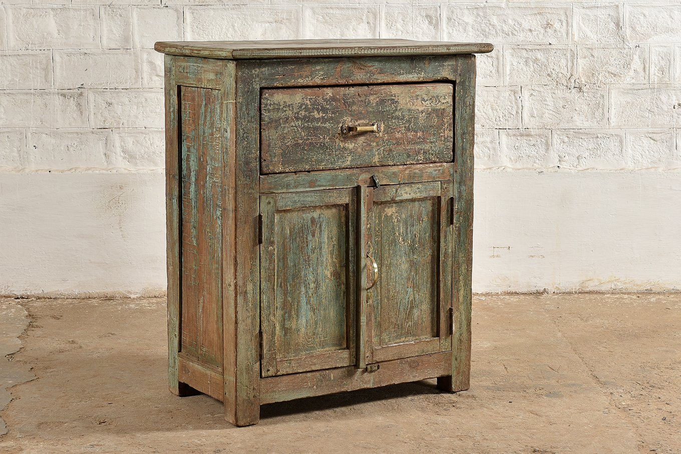 SC00313 HAVANA Distressed Green Cabinet