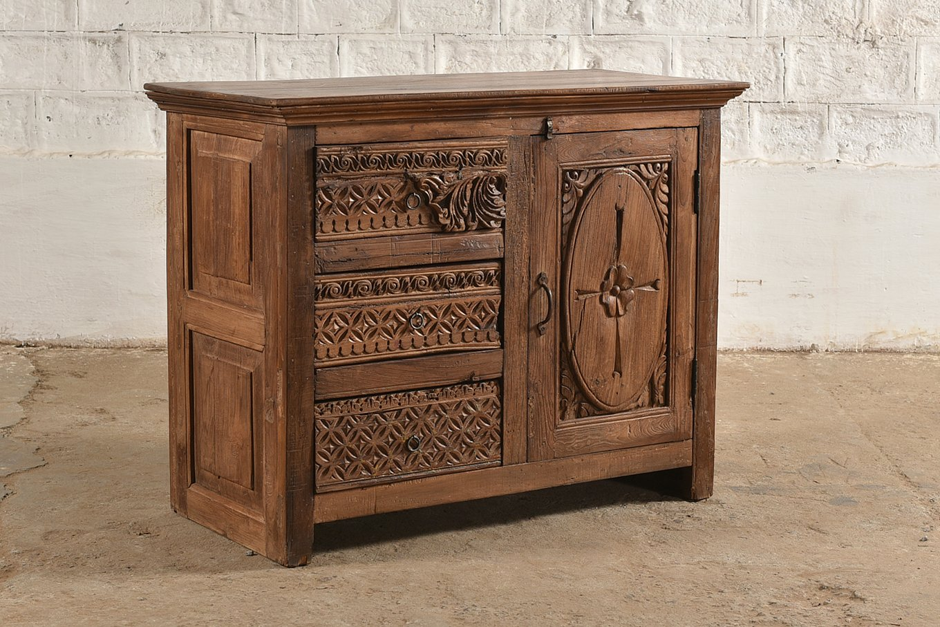 SC00314 HAMESHA Carved Sideboard