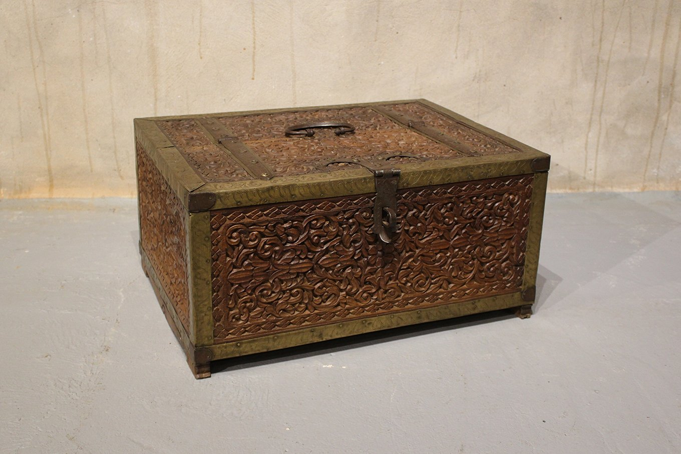 TC00034 HAMESHA Exquisite Dowry Chest