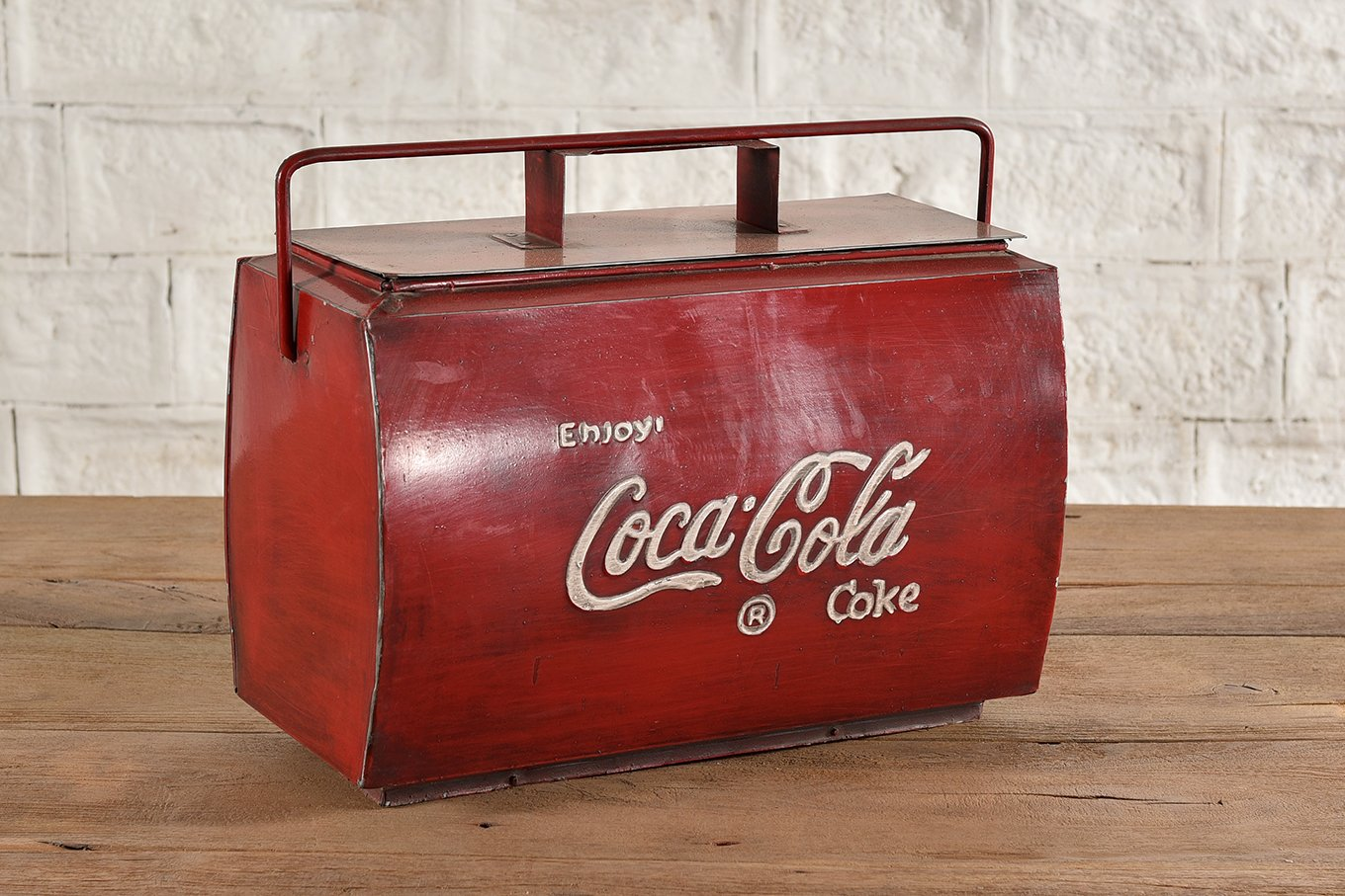 Metal cooler box with top carry handle