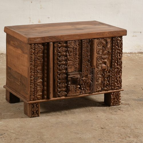 Reclaimed wooden trunk with original carvings