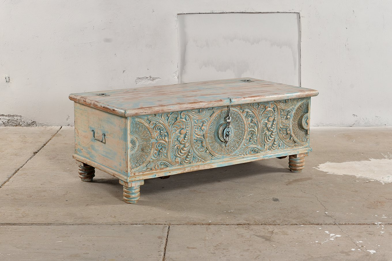 TC00132 VIENNE Carved Trunk