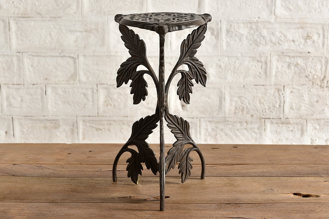 TS00159 VINTAGE Cast Iron Side Table